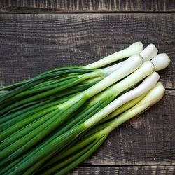 Cebolla-de-verdeo-colorada-envasada