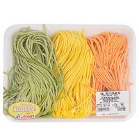 Tallarines-multicolor-en-bandeja
