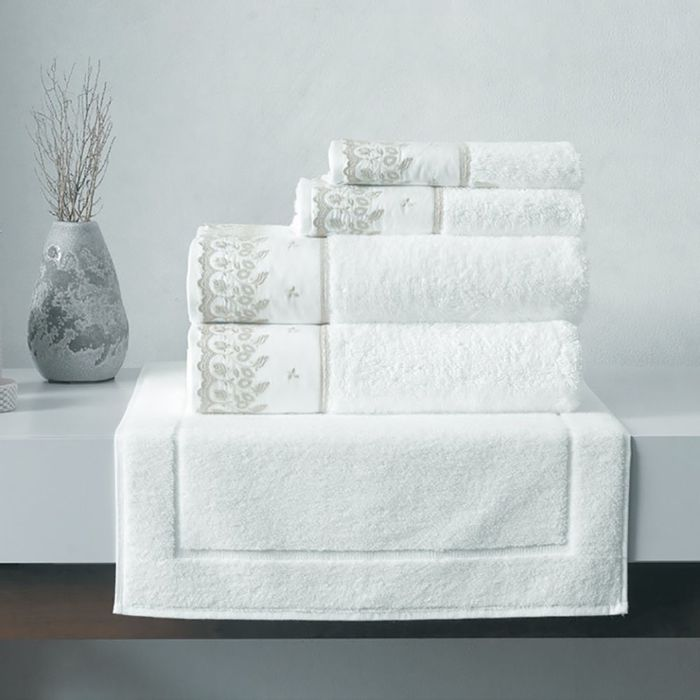 Toallas-KARSTEN-linea-Fresia-para-baño-blanco-con-beige-74-x140cm